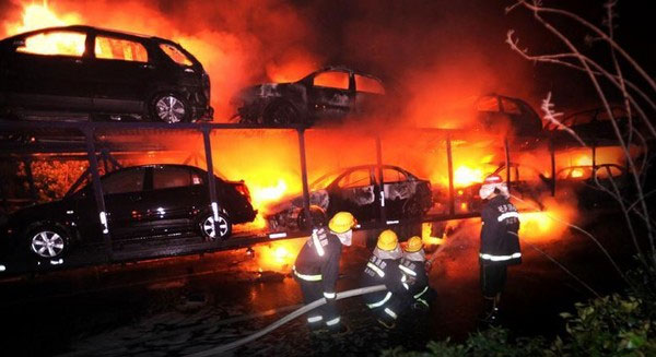20 Cars On Fire On A Chongqing Highway China Underground