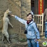 Dog abuse in China – Killing a dog with a smiling face