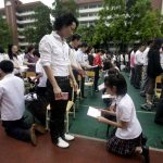 Kneeling day for Chinese students