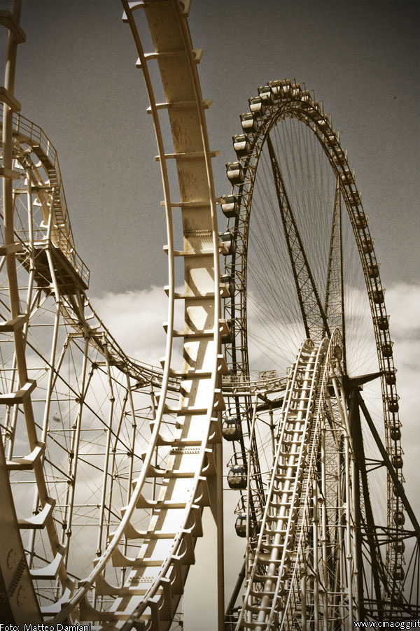 rollercoaster---Luna Park in China