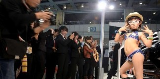 Chinese scandal - Scandal at Chinese Motorshow: baby models in bikini