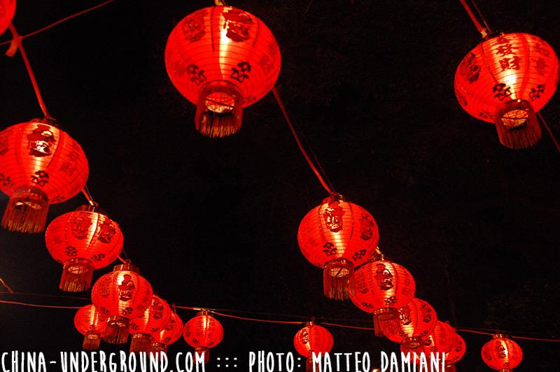 red-chinese-lantern-night