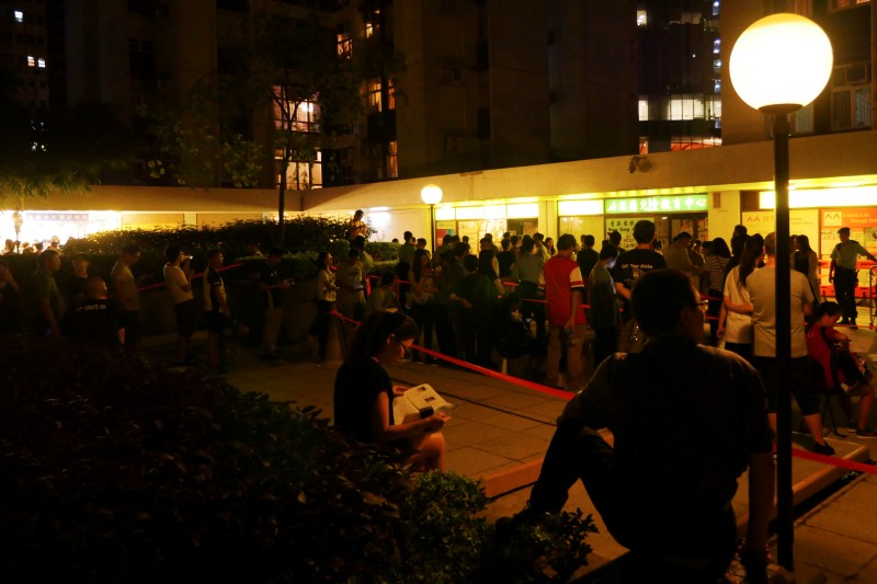 Voters line up outside a polling station hours after the voting cutoff point, during the Legislative Council in Hong Kong, China early September 5, 2016. REUTERS/Venus Wu