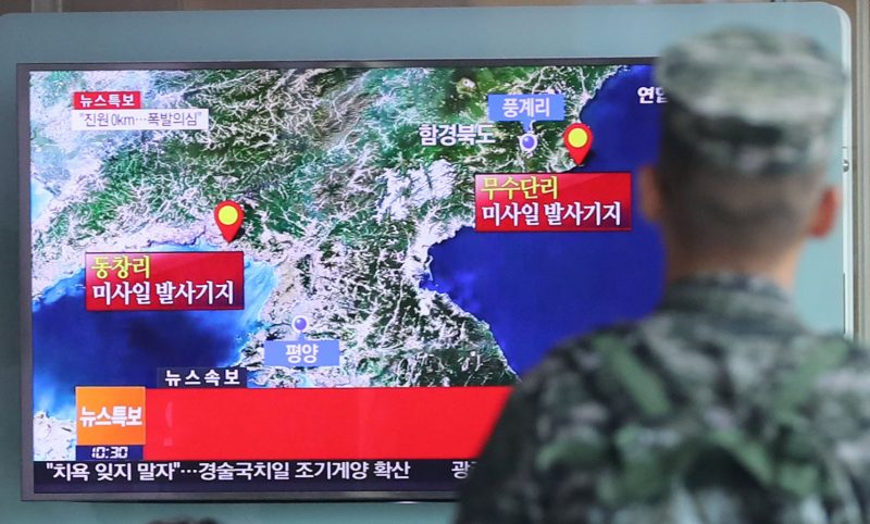 A South Korean soldier watches a TV broadcasting a news report on Seismic activity produced by a suspected North Korean nuclear test, at a railway station in Seoul, South Korea, September 9, 2016. Kim Ju-sung/Yonhap via REUTERS