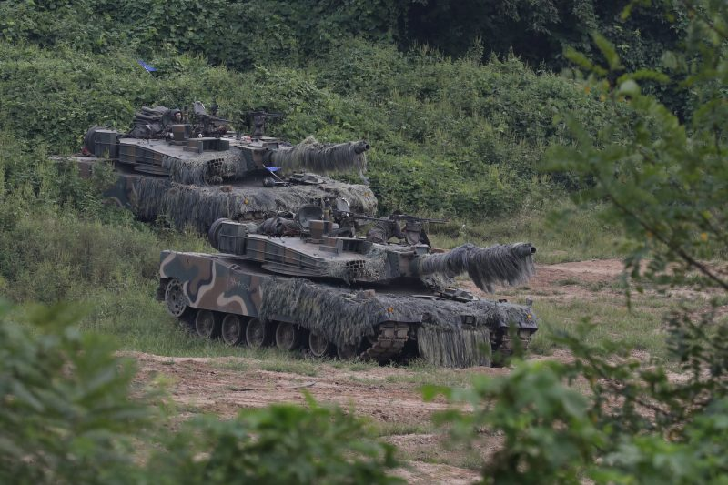 South Korean army artillery tanks take part in a military exercise near the demilitarized zone separating the two Koreas in Paju, South Korea, September 9, 2016. Lim Byung-sik/Yonhap via REUTERS