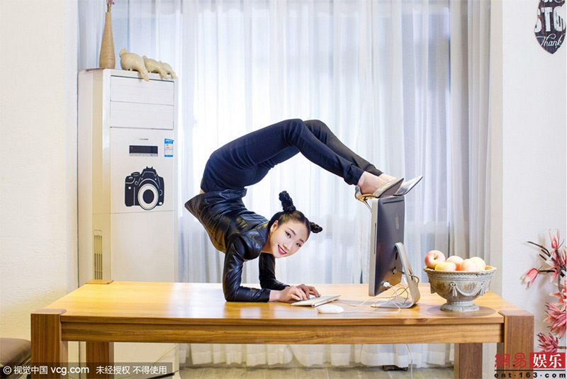 Chinese contorsionist
