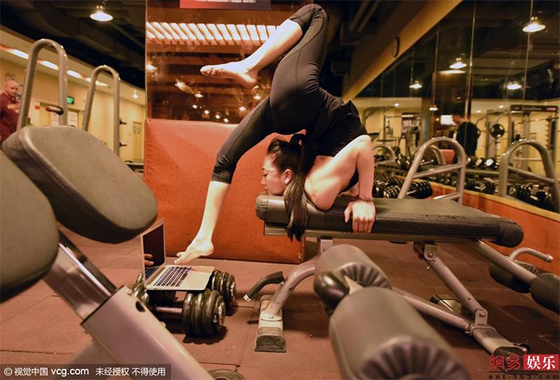 013liu-teng-la-contorsionista