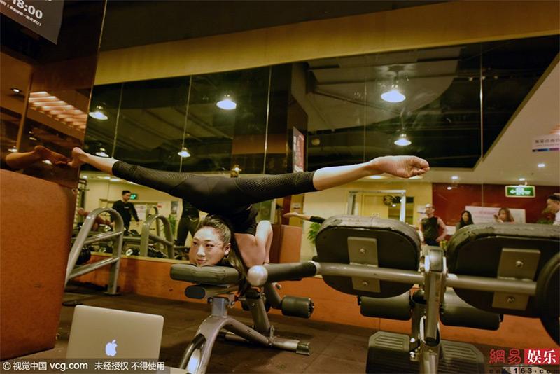 017liu-teng-la-contorsionista