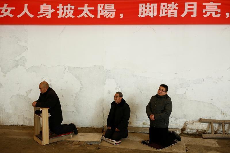 Chinese Catholics, 'Underground' Catholics pose challenge for Pope's hopes of better relations with China