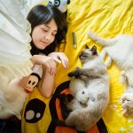 12 amazing images of people living with their cats in China