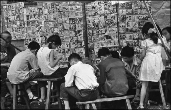 Chinese kids reading books
