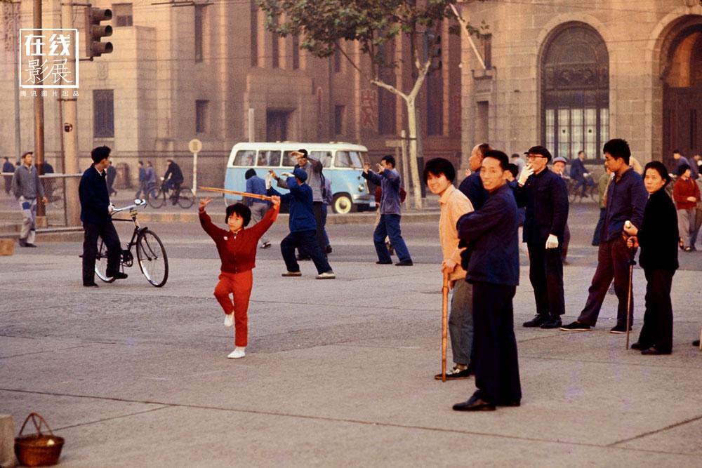1970s. Shanghai. The Bund. Morning exercises.