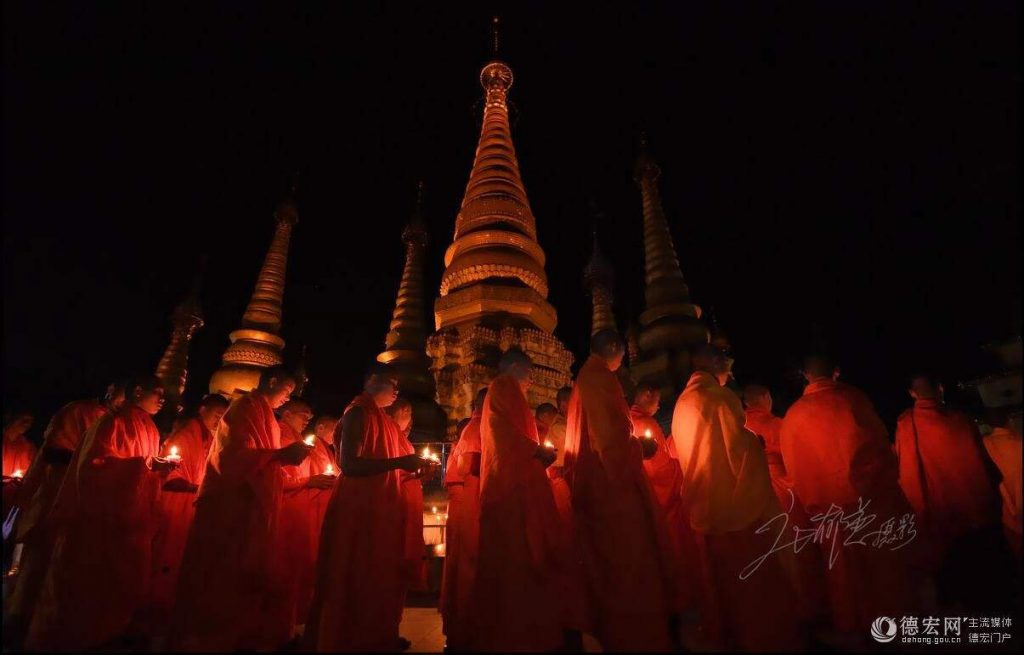 The-Giant-Golden-Pagoda-of-Jiele-3