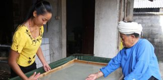 Paper-making-in-Mangtuan,-Mengding