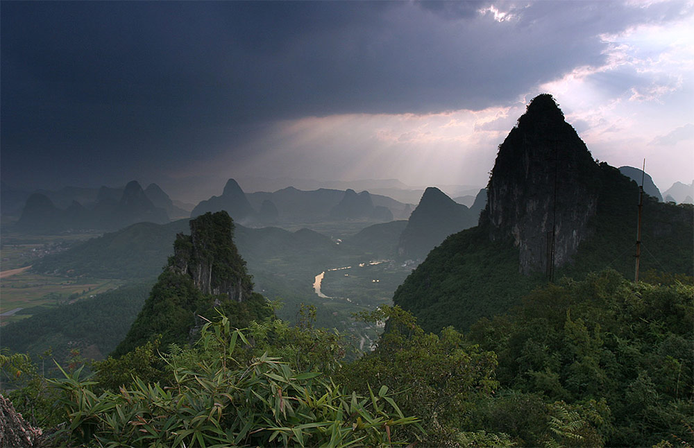 yangshuo-moon hill
