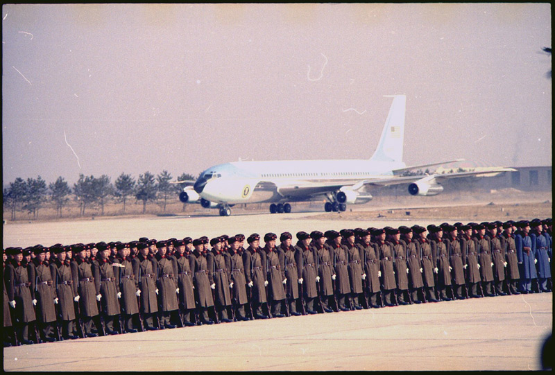 Air-Force-One-landing-in-Beijing-on-February-21