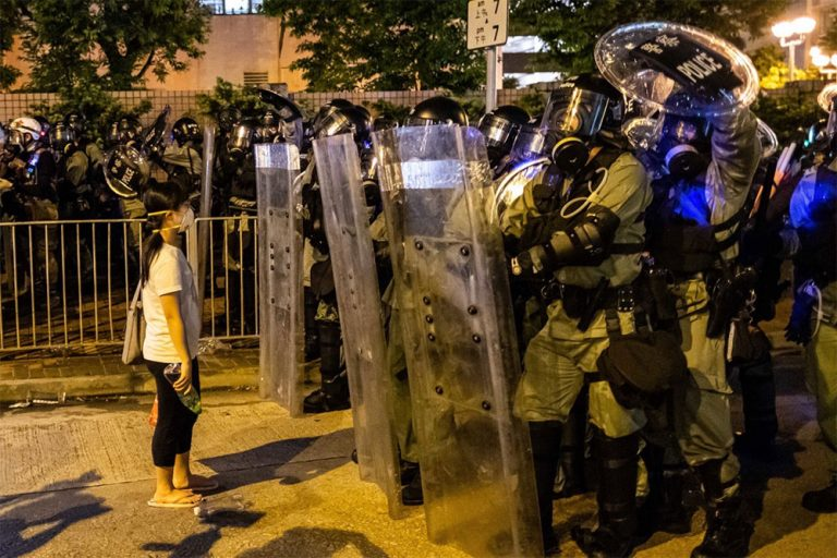 Hong Kong general strike: clashes between police and protesters