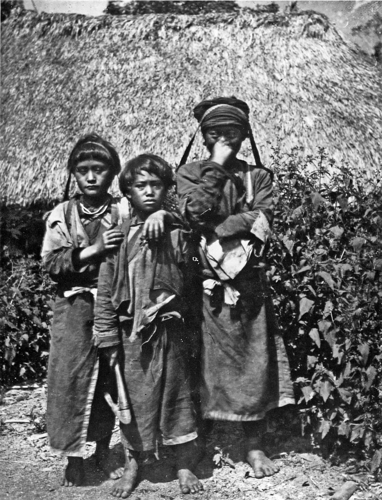 Young Tsou girls from Ali Mountain, Taiwan, 1900