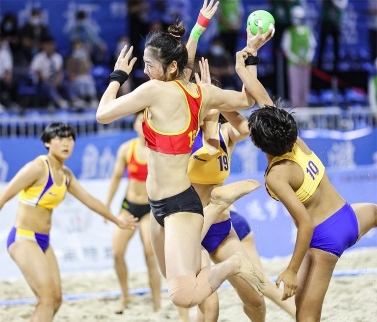 Sanya Beach Handball Invitational Kicks off in Hainan