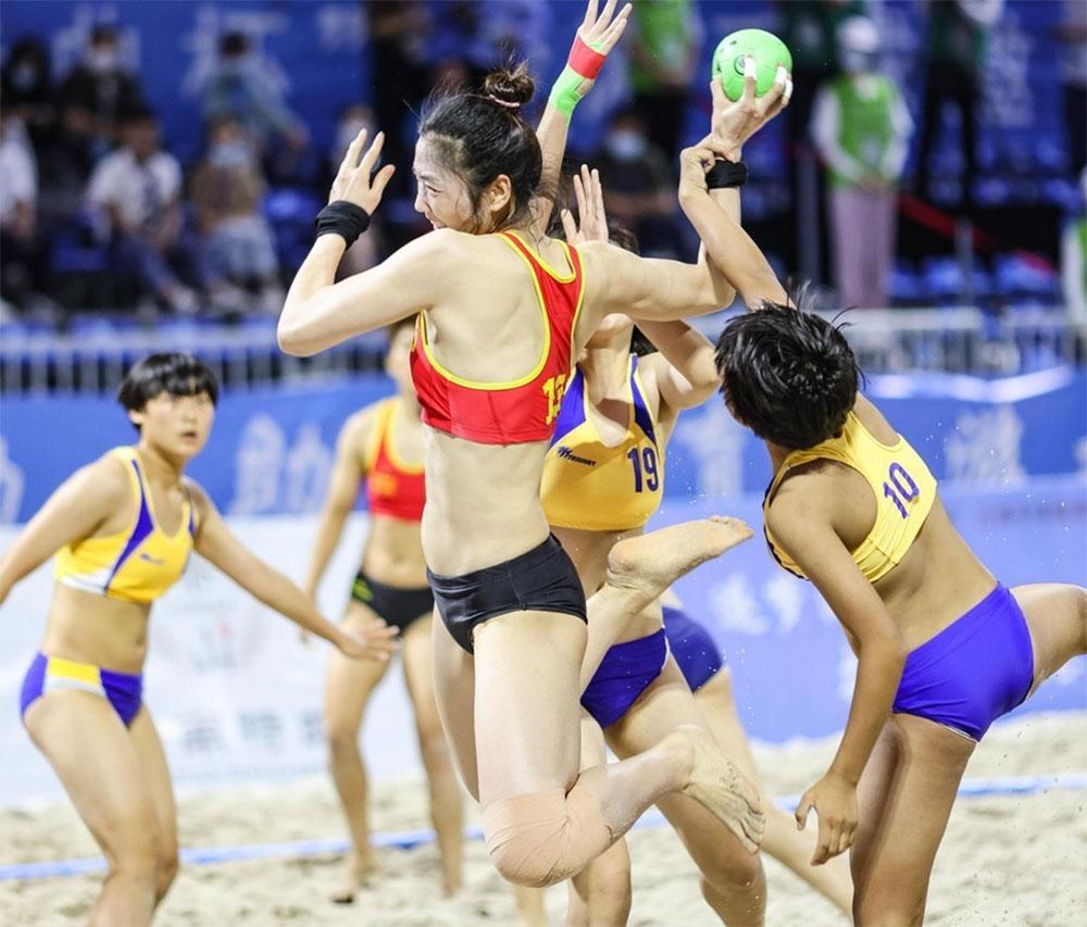 Sanya Beach Handball Invitational Kicks off in Hainan