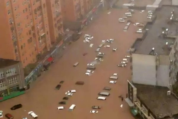 China floods: Death toll rises to 33; 200,000 displaced after the heaviest rainfall in decades